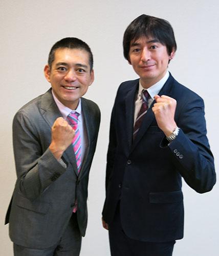 スーツを着て並んでいるガッツポーズの博多華丸・大吉の壁紙・画像